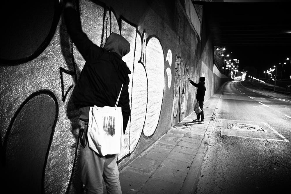 bombing graffiti tags 2. Black Bedroom Furniture Sets. Home Design Ideas